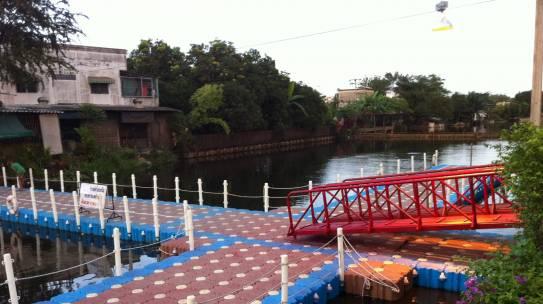 เทศบาลตำบลสำโรงเหนือ สะพานข้ามฟากทุ่นจิ๊กซอว์